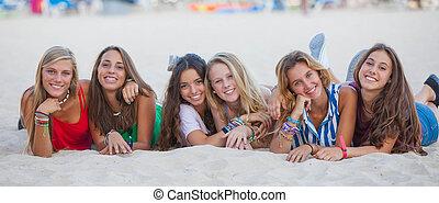 été, groupe, course, mélangé, adolescents, heureux
