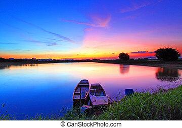 étang, coucher soleil, sur