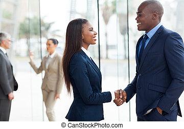 africaine, poignée main, professionnels