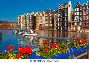 amsterdam, netherlands., maisons, canal, danse, damrak, hollande