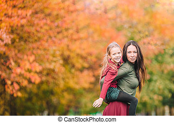 automne, maman, dehors, jour, peu, parc, girl
