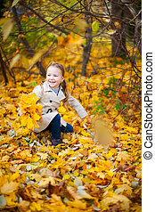 automne, petite fille, jour, dehors