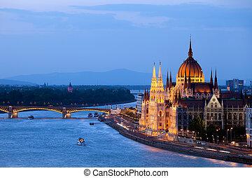 bâtiment, budapest, parlement, soir