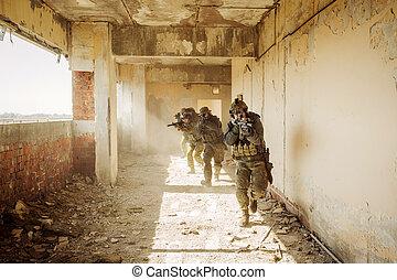 bâtiment, ennemi, stormed, occupé, gardes forestiers