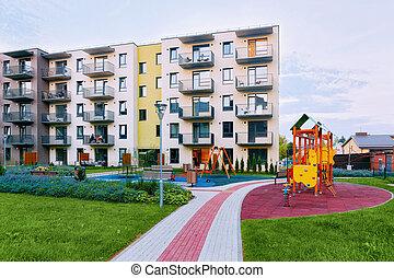 bâtiment, maison de plusieurs pièces, moderne, cour de récréation, extérieur, résidentiel, nouveau, enfants
