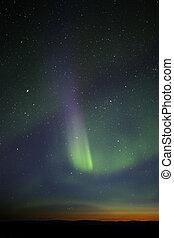 bande, visible., coloré, green-purple, aurore, puissant, however, horizon., étoiles, beaucoup, phase, fin, encore, crépuscule, sur, exposer, enough.