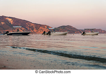 bateaux, baie, laganas, crépuscule