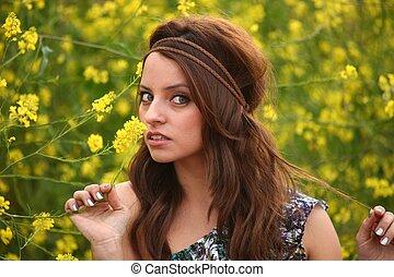 beau, champ, femme, fleur, heureux