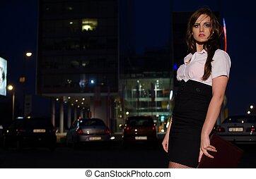 belle femme, chemise, business, noir, tenue, nuit, blanc, jupe, serviette