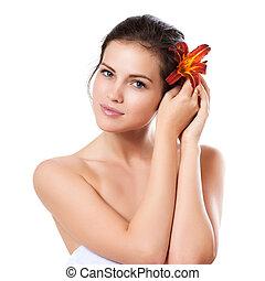 belle femme, sur, jeune, figure, skincare, fleur, fond, frais, blanc