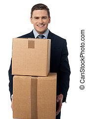 boîtes, carton, poser, jeune homme