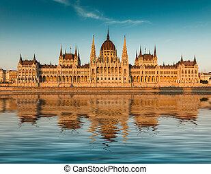 budapest, parlement, coucher soleil