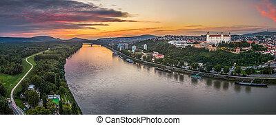 château, coucher soleil, bratislava