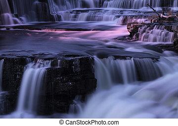 chutes d'eau, nuit
