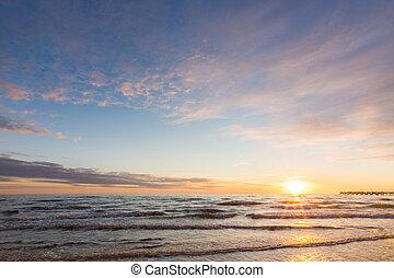 ciel coucher soleil, nuageux, mer, au-dessus