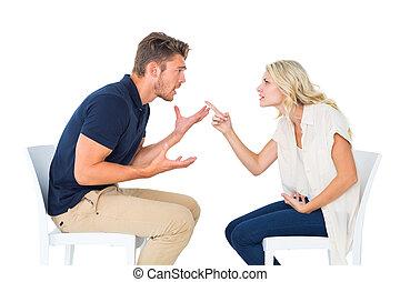 couple, discuter, chaises, jeune, séance