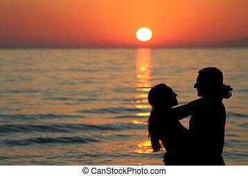 couple, silhouette, jeune, mer