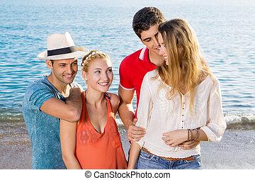 couples, plage, jeune, heureux