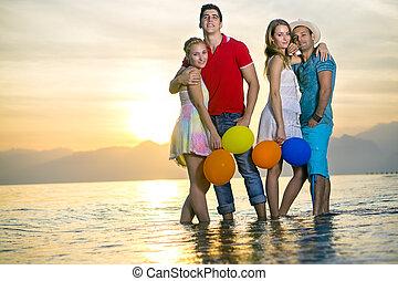 couples, plage, poser, romantique