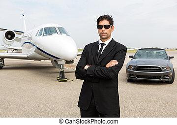 debout, jet, voiture, privé, devant, homme affaires