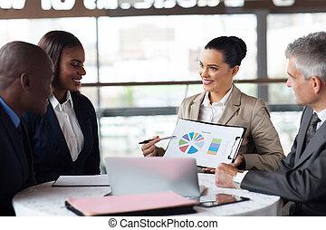 discuter, part, business, marché, équipe