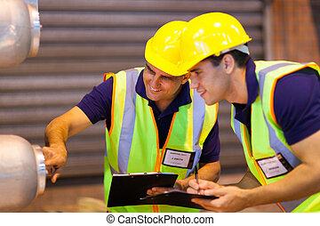 entrepôt, collègues, inspection, machinerie