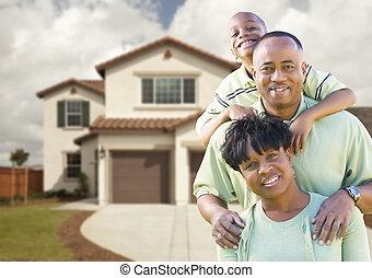 famille, américain, séduisant, africaine, devant, maison