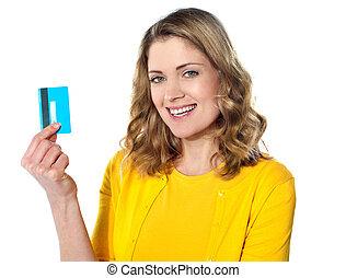femme, jeune, crédit, tenue, portrait, sourire, carte