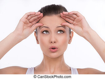 front, femme, wrinkles., elle, haut, isolé, jeune regarder, quoique, toucher, blanc, surpris
