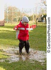 garçon, puddle.