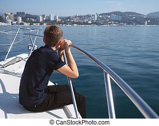 garçon, regarde, arc, bateau, assied, mer