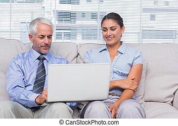 gens, regarder, ordinateur portable, business