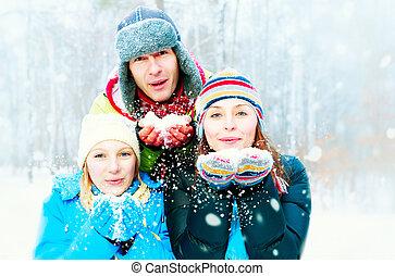 heureux, outdoors., souffler, neige, famille