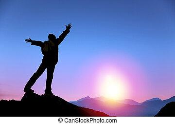 homme, levers de soleil, montagne, regarder debout, sommet, jeune