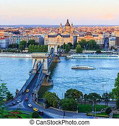 hongrie, budapest, pont suspendu chaînes