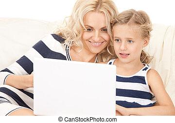 mère, heureux, informatique, enfant, ordinateur portable
