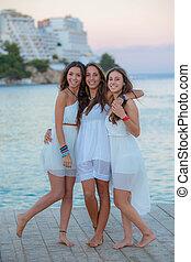mélangé, été, adolescents, course, vacances