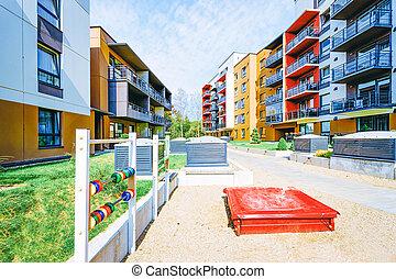 moderne, maison, bâtiment extérieur, nouveau, résidentiel, appartement, enfants, cour de récréation