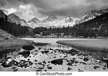 montagne, dramatique, paysage, noir, blanc