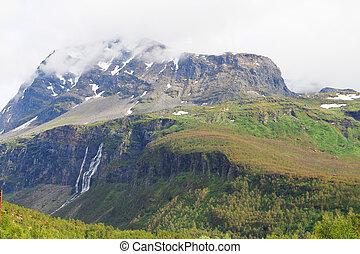 montagnes, chutes d'eau