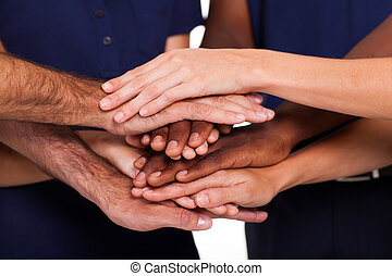 multiracial, ensemble, mains