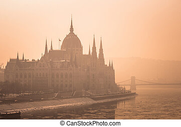 parlement, brouillard, hongrois