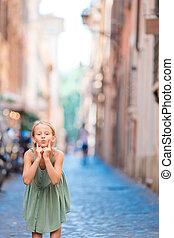 peu, city., dehors, girl, heureux, adorable, européen