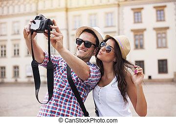 photo, prendre, heureux, eux-mêmes, touristes