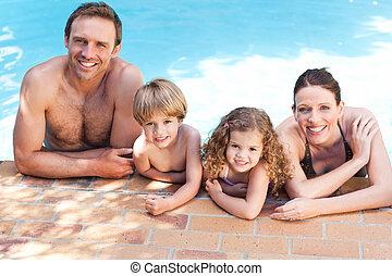 piscine, natation, à côté de, famille, heureux