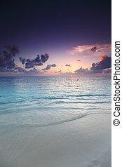plage coucher soleil