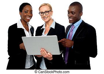 professionnels, ordinateur portable, équipe, utilisation, amical