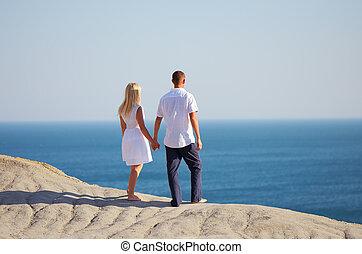regarder, couple, jeune, mer