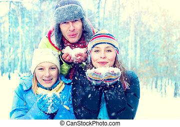 souffler, hiver, famille, neige, outdoors., heureux, joyeux, gosse