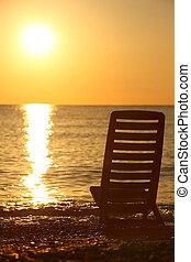 stands, coucher soleil, soir, pendant, chaise, vide, sea-shore, obliquement